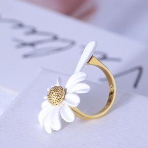 Kate Spade Enamel Glazed Daisy Flower Opening Ring